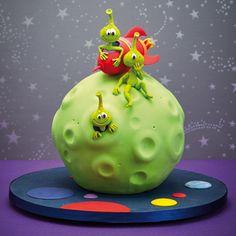 Cute Cakes for Children, by Debbie Brown Crazy Cakes, Fondant Cakes, Cupcake Cakes, Bolo Original, Alien Cake, Rocket Cake, Debbie Brown, Alien Party, Funny Cake