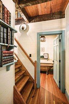 This outdoorsy Tennessee home – designed to look like it was built in the – might be a cozy cabin, but it lives large. decor A Cozy Cabin with a Rustic Feel Small Log Cabin, Log Cabin Homes, Cozy Cabin, Small Cabin Designs, Small Cabin Decor, Mountain Cabin Decor, Cabin Style Homes, Small Cabins, Rustic Cabin Kitchens