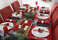 Are you ready for some fancy Christmas table decorations? Check how you can create an inviting Christmas table for your loved ones! Christmas Table Centerpieces, Christmas Table Settings, Christmas Tablescapes, Centerpiece Decorations, Holiday Tables, Decoration Table, Christmas Decorations, Tree Decorations, Holiday Decor