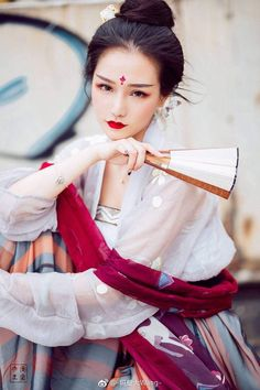 Fashion asian girl geishas ideas for 2019 Oriental Fashion, Asian Fashion, Chinese Fashion, Ancient Beauty, China Girl, Chinese Clothing, Poses, Chinese Culture, Hanfu