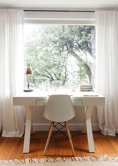 Eiffel chair modern white desk home office Modern White Desk, White Desks, Desk In Living Room, Living Room Decor, Living Rooms, Office Interior Design, Office Interiors, White Desk Bedroom, White Bedrooms
