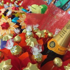 These blooms are just waiting to go home with you for the weekend! #VeuveClicquot #chocolatebouquets #edibleblooms #tgif