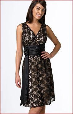 Os vestidos de renda estão muito associados a um estilo rétro e vintage, muitas vezes associados a um estilo antiquado, mas os modelos dos vestidos de rend