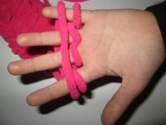 Apprendre à tricoter avec les doigts, une activité ludique et créative pour les enfants - Des idées