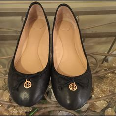 Tory Burch Flats Tory Burch black flat. Only worn twice, still in great condition. This a wear with anything shoe. Tory Burch Shoes Flats & Loafers