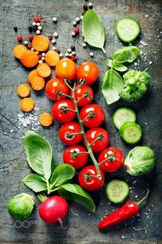 Fresh organic vegetables by klenova IFTTT salt agriculture background basil black blackboard carrot chalkboard collection compos Healthy Vegetarian Diet, Vegetarian Recipes, Healthy Eating, Healthy Recipes, Healthy Food, Fruit And Veg, Fruits And Vegetables, Colorful Vegetables, Vegetables Photography