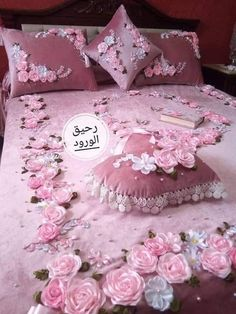 Basic Embroidery Stitches, Hand Embroidery Videos, Flower Embroidery Designs, Silk Ribbon Embroidery, Draps Design, Bed Sheet Painting Design, Designer Bed Sheets, Antique Beds, Embroidered Pillowcases