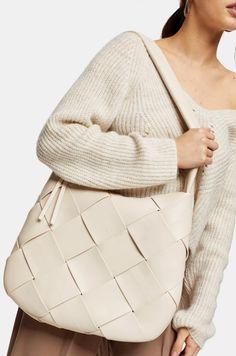 This stone woven hobo bag will be sure to add classic modern accessory style to you wardrobe. Topshop Outfit, Style Magazin, Summer Handbags, Denim Cutoffs, Shearling Coat, Spring Fashion Trends, Hobo Bag, How To Look Pretty, Purses And Bags