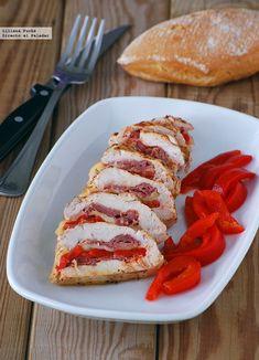 Pechuga de pollo rellena de jamón, pimiento y queso scamorza.