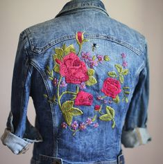 Hey guys! I've finally finished the embroidered denim jacket project I started a few weeks ago. She's a beaut!! Details on the project are up on whatiworeblog.com today! #whatiwore #embroidery #diy