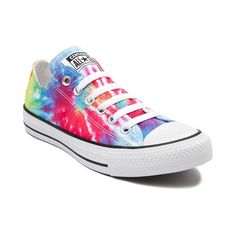 Showcase your creative style with the groovy new Chuck Taylor All Star Lo Tie Dye Sneaker from Converse! These hip new All Star Chucks rock a low-top design, co Tie Dye Converse, Cool Converse, Converse Sneakers, Suede Sneakers, Converse Outlet, Sock Shoes, Cute Shoes, Me Too Shoes, Converse Shoes