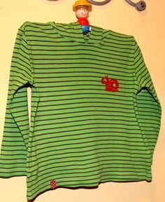 Schnipp Schnapp - Kragen ab: fleckiges T-Shirt aufgehübscht