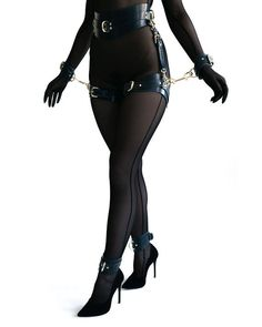 Kit de BDSM Premium lingerie en cuir bdsm-gear Bdsm Bdsm de image 4 Lingerie Cuir, Collars Submissive, Submissive Wife, Leather Handcuffs, Le Double, Collar And Leash, Fashion Outfits, Womens Fashion, Grunge Outfits