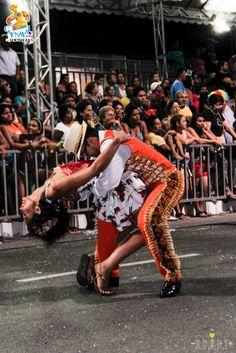 Dançando na rua.