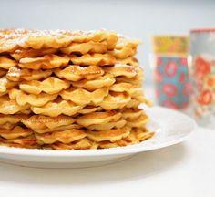 Das beste Waffelrezept ever – Desserts - Waffle Best Waffle Recipe, Waffle Recipes, Sweets Recipes, Baking Recipes, Desserts, Fudge Caramel, Best Banana Bread, Sweet Bakery, Pancakes And Waffles