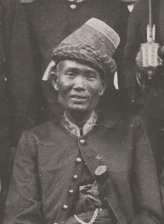 Portrait of Teuku Umar circa 1890 Old Pictures, Old Photos, Military Ranks, Dutch East Indies, Dutch Colonial, Local Hero, Guerrilla, Historical Pictures, Southeast Asia