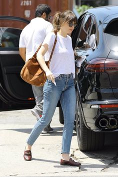 Dakota Johnson - Mode- Melle C Dakota Johnson Street Style, Dakota Style, Look Fashion, Fashion Outfits, Fall Fashion, Dakota Mayi Johnson, Dakota Johnson Hair, Summer Outfits, Casual Outfits
