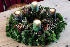 How to make your own Christmas table decoration - a Christmas advent wreath you can DIY
