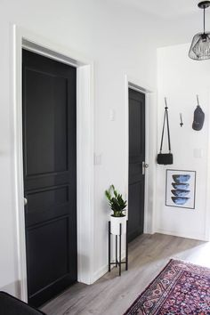 A Brand New Interior Door Design [to Complete our Modern Hallway Transform outdated doors on a budget! Some trim, paint, and new hardware is all it takes to create a new modern interior door design! Interior Door Colors, Black Interior Doors, Door Design Interior, Interior Trim, Painting Interior Doors, Bedroom Door Design, Design Bathroom, House Door Design, Bedroom Decor