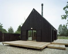 46 Modern And Simple Wooden House Design - In today's fast-moving world ecological materials are coming back into modern building processes. There is a lot of information about sustainable livi. Houses Architecture, Architecture Design, Installation Architecture, Sustainable Architecture, Shed Homes, Barn Homes, Modern Barn, Modern Cabins, Black House