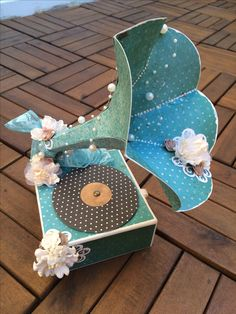 Paper Phonograph as a present box