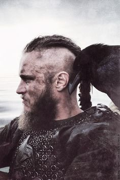 Insomnia, Ragnarr, Vikings, great tv, beard, powerful face, raven, bird, wild, warrior, hair style, intense, strong, sexy, macho, portrait, photo
