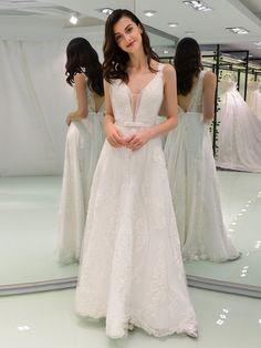 A-Line Straps Appliques Wedding Dress