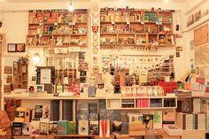 Books Actually – Singapur  Dieser unabhängige Buchladen ist auf jeden Fall einen Besuch wert, selbst wenn man nicht vorhat, etwas zu kaufen. Er wurde 2005 eröffnet und wurde seither zu einem der schönsten Plätze der Stadt geworden und bietet alles Mögliche an schönen Dingen.