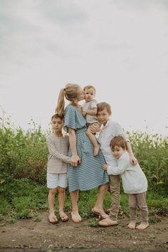 The Erica Striped Pocket Dress in Dusty Blue Family Photo Sessions, Family Posing, Family Portraits, Mini Sessions, Large Family Photos, Fall Family Pictures, Spring Photography, Photography Tips, People Photography