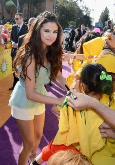 selena gomez at the kca ,s  | Dtodoblog: Selena Gomez: Kids' Choice Awards 2013