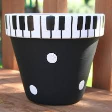 Piano Keys Hand-Painted Flower Pot - super cute for the music lovers in your life Clay Pot Projects, Clay Pot Crafts, Diy Crafts, Painted Plant Pots, Painted Flower Pots, Decorated Flower Pots, Flower Pot Crafts, Flower Pot Art, Clay Flower Pots