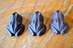 Harry Potter Chocolate Frogs Stuffed with Cookie Dough #recipe