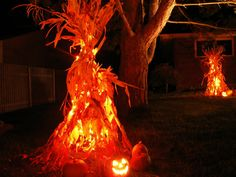 Decoration, Fantastic Halloween Decoration With Paper Creation Light And Pumpkins Light In Frontyard: Amazing Halloween Lighting with Smart Tricks to Enlighten Your House