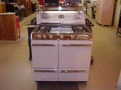 PINK vintage stove....would be a great addition to a vintage kitchen!...