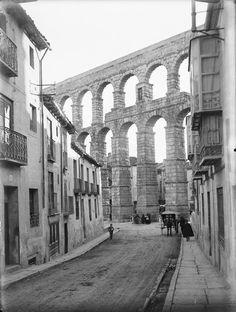 Acueducto desde la calle de San Juan. Archivo Wunderlich. Otto Wunderlich. Años 1920-1930.