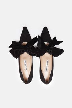 Boldly scaled bows are the centerpiece of these suede pumps from Manolo Blahnik. Developed especially for the debut Khaite collection and handcrafted in Italy, the vamp is detailed with eyelets through which the black velvet ribbons thread. Finishing touches include tonal topstitching and a covered heel.
