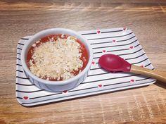 Crumble de fraises et rhubarbe – Lilie et Manon