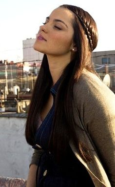 Maite Perroni Hairstyles And Hair Color 2017 Photos is available with short brief if you want to get idea how to make and how to manage long hairstyle with silky look then read all given details. Beautiful Redhead, Most Beautiful Women, Just Beauty, Hair Beauty, Pretty Hairstyles, Braided Hairstyles, Hair Color 2017, Mexican Actress, Lace Braid