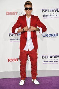 It's Santa! Justin Bieber wears red suit to premiere