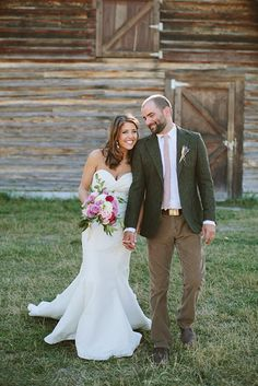 Green Valley Ranch Montana | Rustic Wedding Venues | Barn | Flowers | Photography: Angela Cox Photography