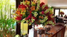 #arranjocolorido #bocadeleao #arranjodecasamento #colorfulcenterpieces #weddingcenterpieces