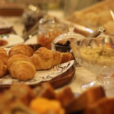 Breakfast Time . Hora do Pequeno-almoço #hotelrealdobidos #obidos #portugal #tourism #hotel #hollidays #boutiquehotel #fall #wintertime #relax #placetovisit #destination #happytime #sogood #perfectfortwo #breakfast #buffet #hotelbreakfast #pequenoalmoco #bomdia #goodmorning #vacations #ferias