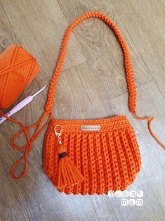 Elegant Crochet Handbag You Can Easy Make Crotchet Bags, Knitted Bags, Crochet Handbags, Crochet Purses, Crochet Keychain Pattern, Diy Crafts Crochet, Leather Bag Pattern, Crochet Edging Patterns, Bobble Stitch