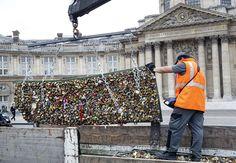 Love Locks being removed from Ponts Des Arts Bridge in Paris 10