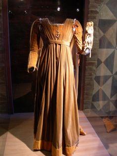 14th century dress                                                                                                                                                                                 More