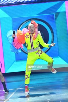 JoJo Siwa performs onstage at Nickelodeon's 2019 Kids' Choice Awards at Galen Center on March 2019 in Los Angeles, California. Get premium, high resolution news photos at Getty Images Dance Moms Funny, Dance Moms Dancers, Kids Choice Award, Choice Awards, Jojo Siwa's Phone Number, Jojo Siwa Outfits, Minnie, Celebs, Celebrities