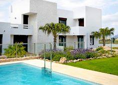 Prachtige nieuwbouwwoningen gebouwd op een golfterrein in Algorfa.   Vraagprijs: 135.000 euro   Meer informatie: info@huizenaanbod-spanje.nl