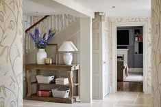 Sims Hilditch The Old Farmhouse Entrance Hall with detailed wallpaper Country Interior Design, Farmhouse Interior, Luxury Interior Design, Interior Design Services, Interior Design Kitchen, Interior Design Inspiration, Interior Architecture, Country Hallway, Wooden Side Table