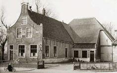 Schagen, stadsboerderij de Vreeburg, 17e eeuw Old Farm Houses, The Province, Netherlands, Holland, Dutch, Barn, Farmhouse, House Styles, Pictures