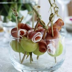 Ideas for summer garden party snacks without electricity Garden party! Ideas for summer garden party snacks without electricity🐷 SUMMER FESTIVAL AT WOID 🐷 In advance for Sunday: the Summer Party at Kinderboe. Tea Gifts, Coffee Gifts, Pesto Pizza, Snacks Für Party, High Tea, Finger Foods, Good Food, Chips, Appetizers